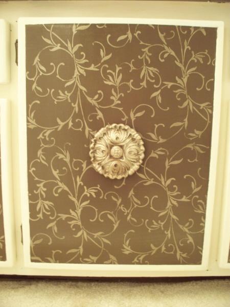 ... Stencil Elegance Door 600