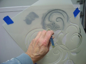 stenciling_furniture